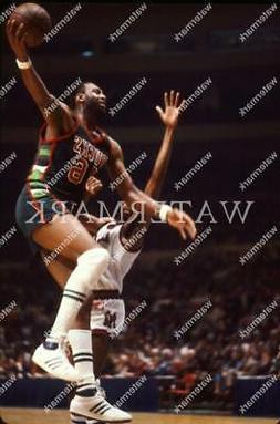 ES694 Bob Lanier Milwaukee Bucks 8x10 11x14 16x20 Photo